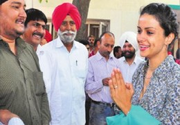 APP Candidate Gul Panag Intracts with a polling agent…